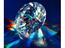 Почему бриллиант светится голубым под ультрафиолетом