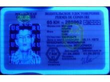 Как определить поддельные права с помощью ультрафиолетового детектора